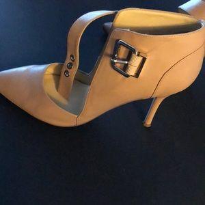 Women's tan leather heels